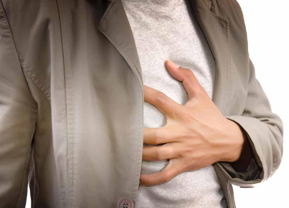 Боль в груди и давление наряду с одышкой могут быть симптомами сердечного приступа