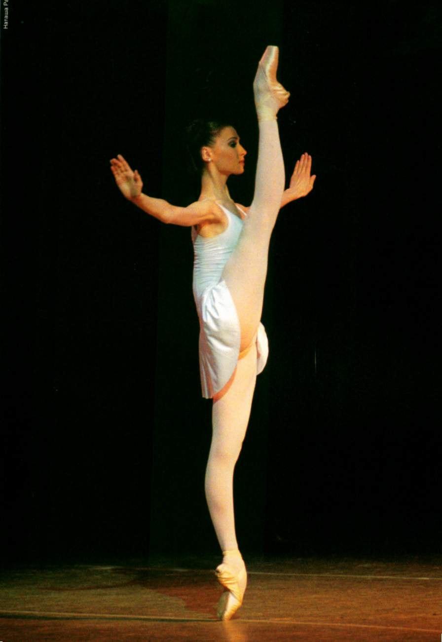 Танцы с задиранием ног 19 фотография