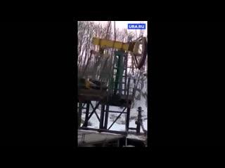 Из скважины Роснефти на севере Сахалина почти сутки на землю выливалась нефть