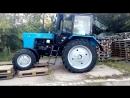 Заказчик не растерялся и разгрузил свой трактор МТЗ-82.1, съехал по поддонам...