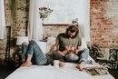 Самая лучшая одежда для женщины — это объятия любящего ее мужчины. Но для тех…