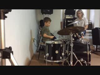 Занятия с детьми на барабанах. Преподаватель Екатерина Ананьева