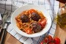 Митболы с пастой в томатном соусе