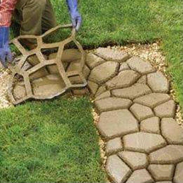 Как сделать садовую дорожку из формы своими