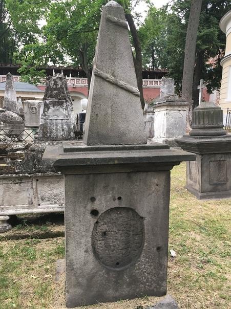 Старое Донское кладбище. Могила Салтычихи.После прочтения«Кладбищенских историй» Акунина, я задался целью найти могилу Салтычихи. Которая Дарья Николаевна, та, что садист и убийца. Не было цели