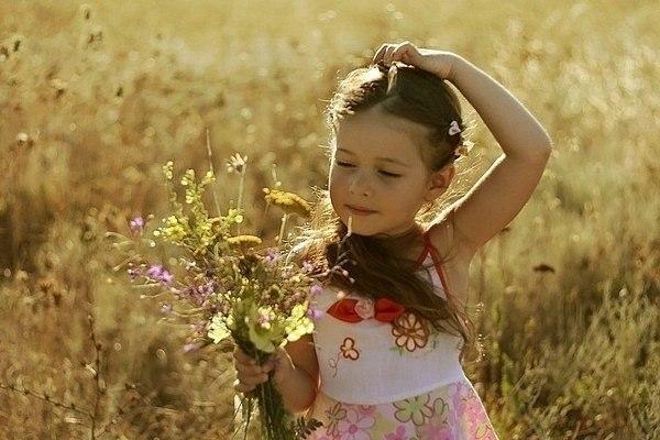 Говорите своему ребенку: 1. Я люблю тебя. 2. Люблю тебя, несмотря ни на что. 3. Я люблю тебя, даже когда ты злишься на меня. 4. Я люблю тебя, даже когда я злюсь на тебя. 5. Я люблю тебя, даже когда ты далеко от меня. Моя любовь всегда с тобой. 6. Если бы я могла выбрать любого ребенка на Земле, я бы все равно выбрала тебя. 7. Люблю тебя как до луны, вокруг звезд и обратно. 8. Спасибо. 9. Мне понравилось сегодня с тобой играть. 10. Моё любимое воспоминание за день, когда мы с тобой что-то…
