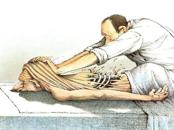Сеанс спортивного массажа. Я зашёл в небольшой кабинет, массажист жестом пригласил меня прилечь на кушетку. Я разделся и лёг на живот, опустив лицо в эту дырку, напоминающую мягкий стульчак,
