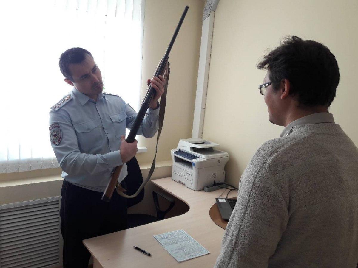 Житель Даусуза добровольно сдал охотничью винтовку