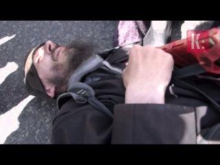 Киев. Церковники приказывали людям ложиться под колеса, чтобы не дать геям поехать