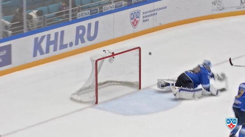 Моменты из матчей КХЛ сезона 1415 • Сэйв. Лацо Ян (Барыс) достал из под перекладины 27.11
