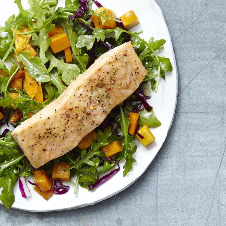 Рецепт ужина с лососем, чтобы похудеть: жареный лосось и салат