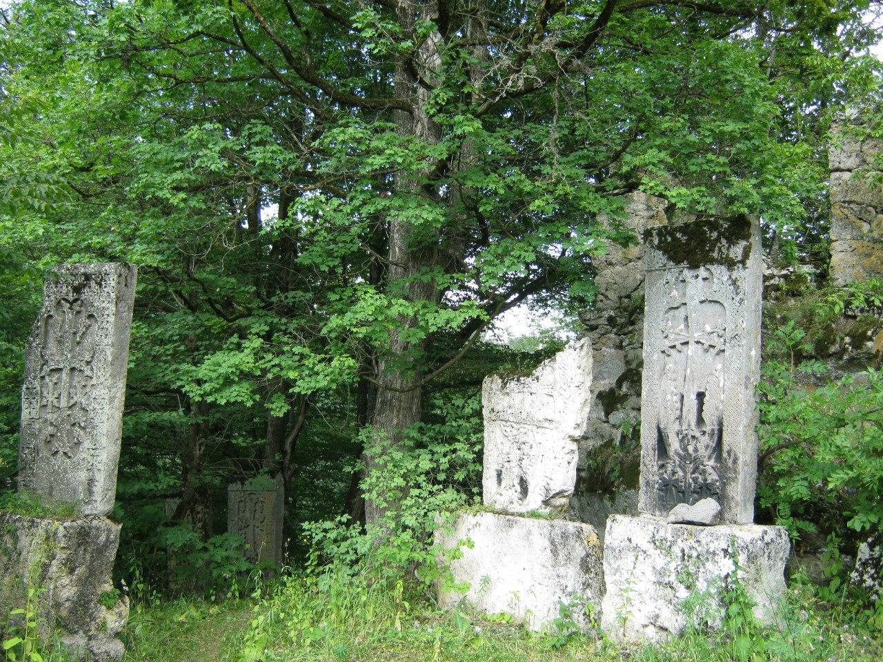 Хачкары близ монастыря Агарцин