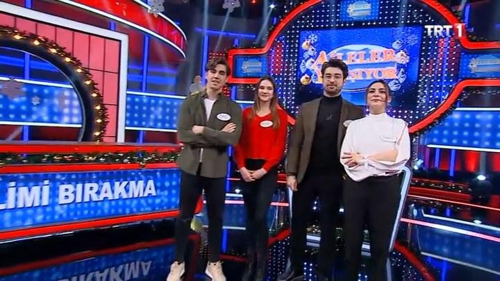 """Aileler Yarışıyor 👨👩👧👦 on Instagram: """"TRT 1 ekranlarında yayınlanan Elimi Bırakma dizisi oyuncularından Alp Navruz, Alina Boz, Emre Bey, Ebru Ay..."""