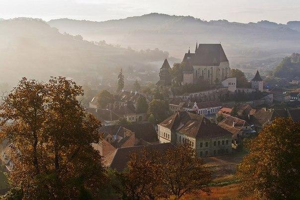В трансильванском селе Бьертан (Румыния) есть церковь, которая соглашалась дать...
