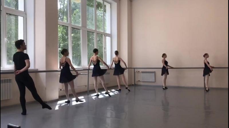 Народно сценический танец зачёт 2 семестр 1 2год обучения в уч battement tendu jete