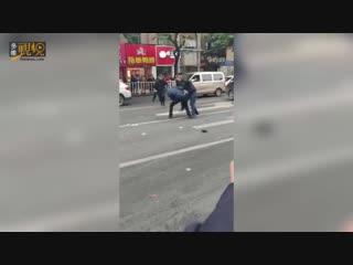 【多维新闻】突发!福建龙岩一公交车被劫持!多人伤亡,现场惨不忍睹!