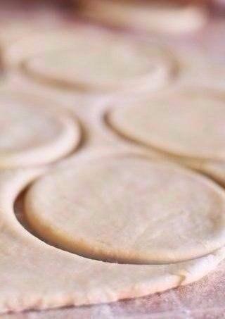 СОЧНИКИ ИЗ ДЕТСТВА ИНГРЕДИЕНТЫ: ● Сливочное масло (размягченное) —