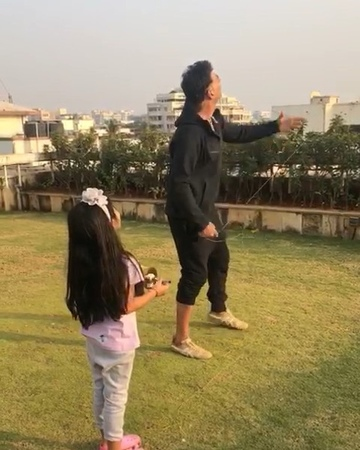 """Akshay Kumar on Instagram """"Meet daddy's little helper 😁 Continuing our yearly father-daughter ritual of flying kites soaring high in the sky! Hap..."""