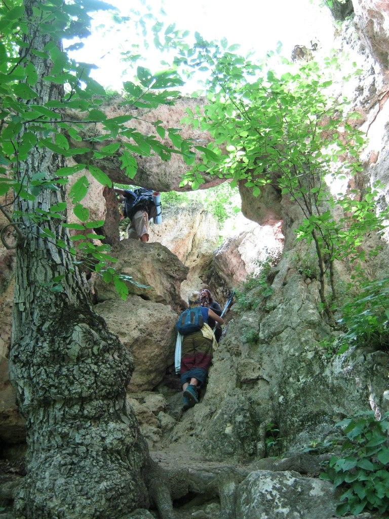 спуск к пещерам Ластивер