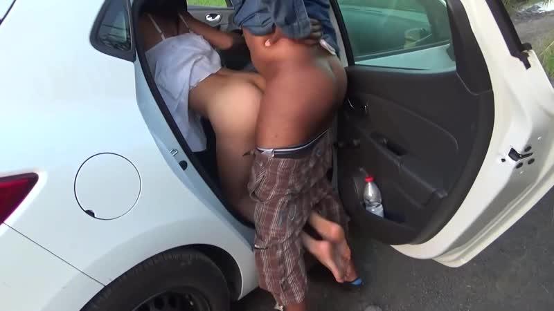Женщиной снял на обочине порно