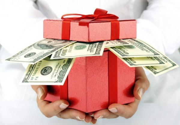 Чиновники захотели дорогих подарков и изменили под себя закон