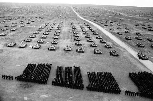 """Танковые учения """"Запад"""" (1981 год). На тот момент СССР имел 60 тысяч танков."""