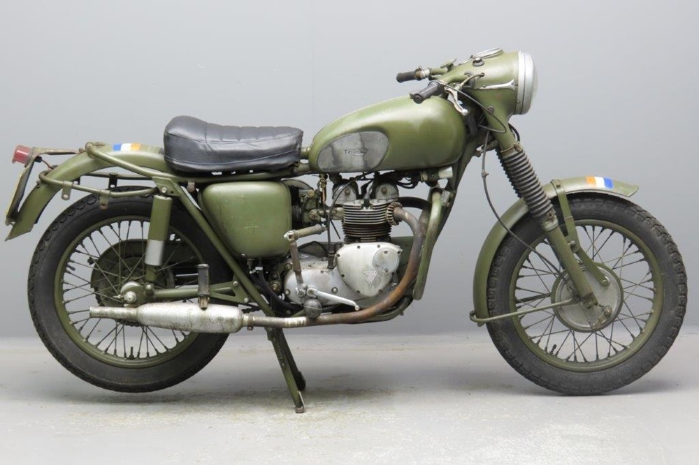 Старинный мотоцикл Triumph 3TA 1967