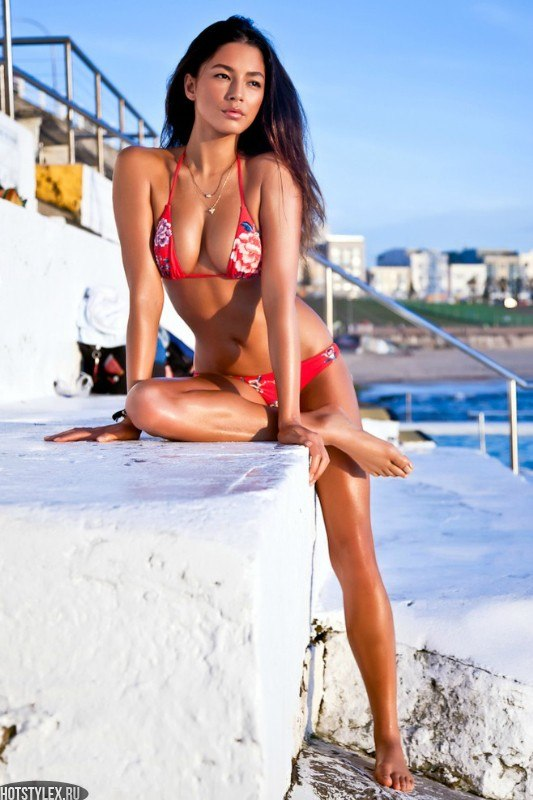 Фотографии девушки брюнетки со спины - d