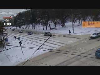 В Уфе 21-летний водитель сбил на перекрестке двух девочек и их мать