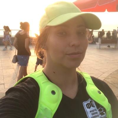 Elena Bary