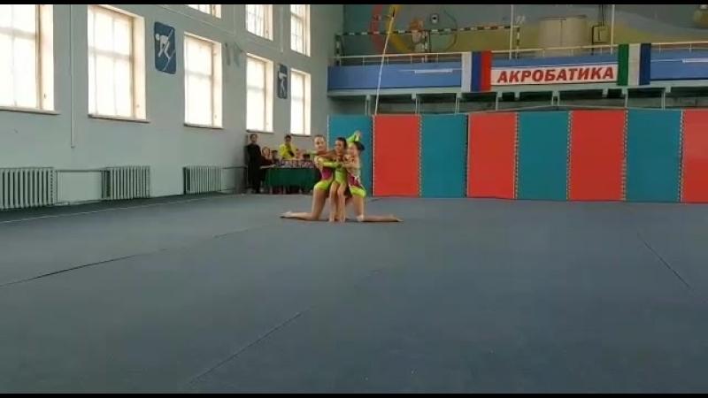 Спортивная акробатика.Жен.группа по 2 юн.р.,1 упр.