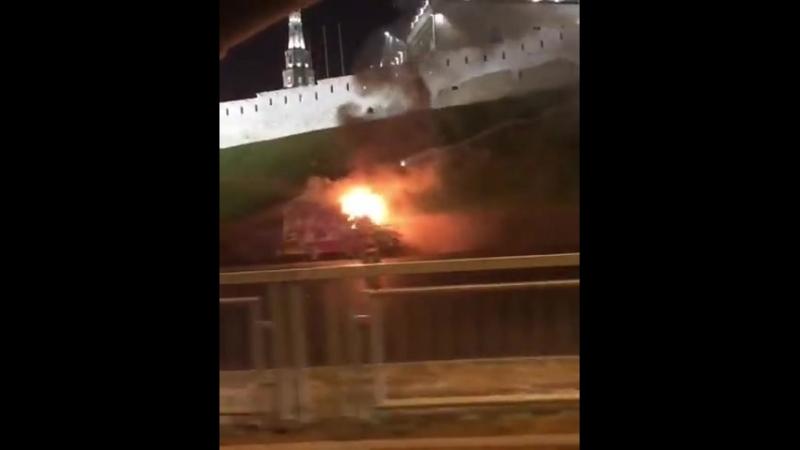 Возле Казанского Кремля сгорел фургон стрит-фуда