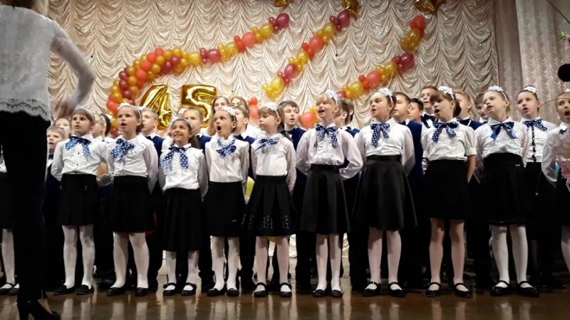 Выступление детского сводного хора на юбилейном концерте Новомичуринской ДШИ . Наши детки очень красиво закрыли концерт .