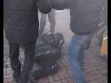 18.02.2014 Митингующие зверски избивают солдат ВВ