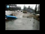 В Нерюнгринском районе Якутии при попытке пересечь реку затонул вахтовый автобус Урал. Люди спасались вплавь - Эльга строящийся