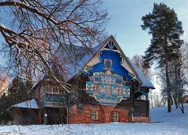 Знаменитый Терем - Талашкино (Смоленская область).