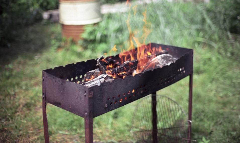 В Дмитровском районе мужчина чуть не сгорел заживо, жаря шашлыки