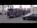 Pourquoi Retirent ils l'Argent de La Banque de France Tout En Barricadant Les Champs Elysées