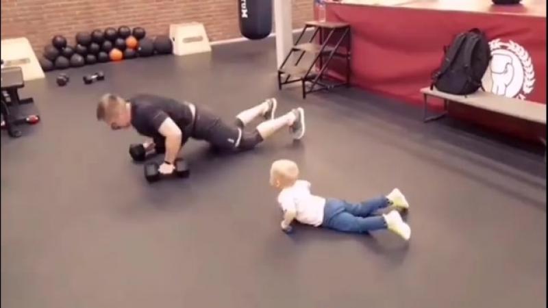 Личный пример от отца для сына - это лучшее воспитание. Пример для подражания находится перед глазами.