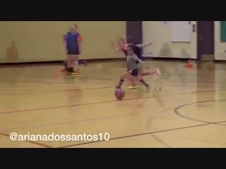 Будущая звезда женского футбола маленькая бразильянка Ариана дос Сантос стала настоящей сенсацией в социальных сетях
