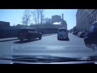 Как в России пропускают спецавтомобиль с включённым спецсигналом