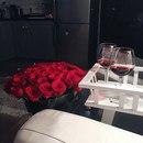 Сейчас бы сидеть в кружевном белье, закинуть ноги на своего мужика и пить вино…