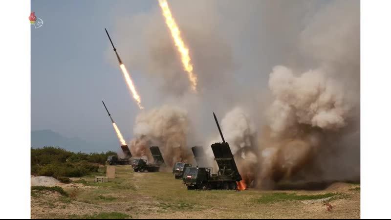 경애하는 최고령도자 김정은동지께서 조선동해해상에서 진행된 전연 및 동부전선방어부대들의 화력타격훈련을 지도하시였다