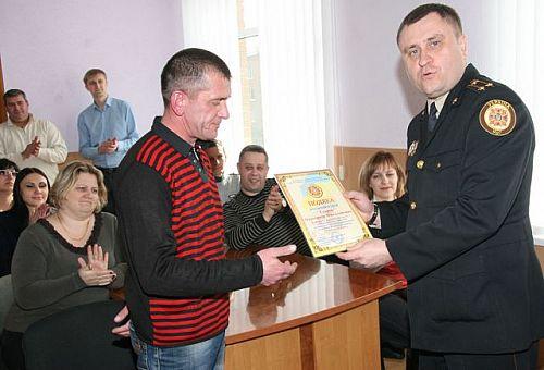 У Кривому Розі рятувальники відзначили чоловіка, який врятував дитину з-під криги #Кривбасс #КривойРог #ПервыйКриворожский #1kr #новости