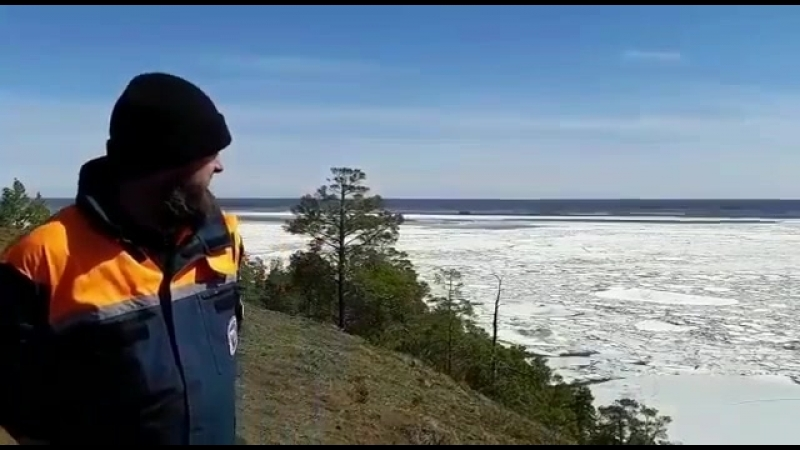 Лед на реке Лене под Якутском тронулся