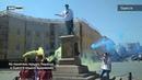 На памятник герцогу Ришелье в Одессе надели вышиванку