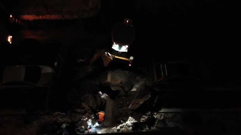 Устранение аварии на теплотрассе в 1 микрорайоне города Московский между домами 22 к 1 и к 2
