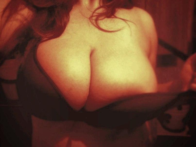 Large darksome indian vagina getting oil massaged
