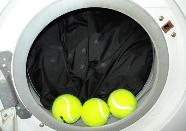 как правильно стирать пуховик в стиральной машине и вручную 1. никогда не пытайся выстирать одновременно несколько пуховиков, загружай только один, чтобы ему было в барабане стиральной машине достаточно просторно. дело в том, что пуховик должен