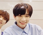 PLS MY HEART HE IS ACTUALLY THE CUTEST THING EVER HE HAS THE PRETTIEST CUTEST BRIGHTEST MOST BEAUTIFUL SMILE EVER uwu